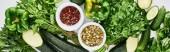 panoramatický záběr dýňová semena, koření, papriky, Zelenivky, okurky a cuketa