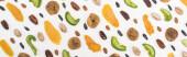 shora pohled na lahodné rozmanité ořechy, sušené ovoce a kandované ovoce izolované na bílém, panoramatický výstřel