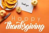 top view tök, alma, kés és köszönöm kártya narancssárga háttér boldog hálaadás illusztráció