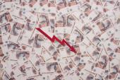 KYIV, UKRAINE - MÁRCIUS 25, 2020: a válságábra legjobb áttekintése orosz rubel bankjegyek közelében