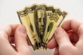 oříznutý pohled na ženu držící zmačkanou dolarovou bankovku v rukou izolovaných na bílém