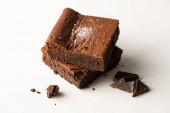 finom brownie darab csokoládé fehér háttér