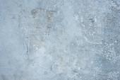 Hrubá abstraktní šedá betonová texturovaná stěna