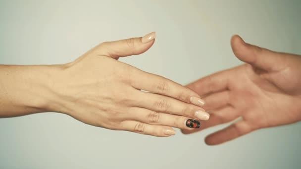 női és férfi kézfogás. női kompromisszumos koncepció