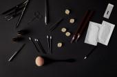a Fekete kefe, ceruza, kozmetikumok és eszközök tartós smink felülnézet