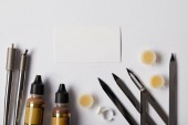 felülnézet eszközök tartós smink és elszigetelt fehér fehér könyv