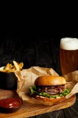 Photo Hamburger and french fries served with cold beer in glass