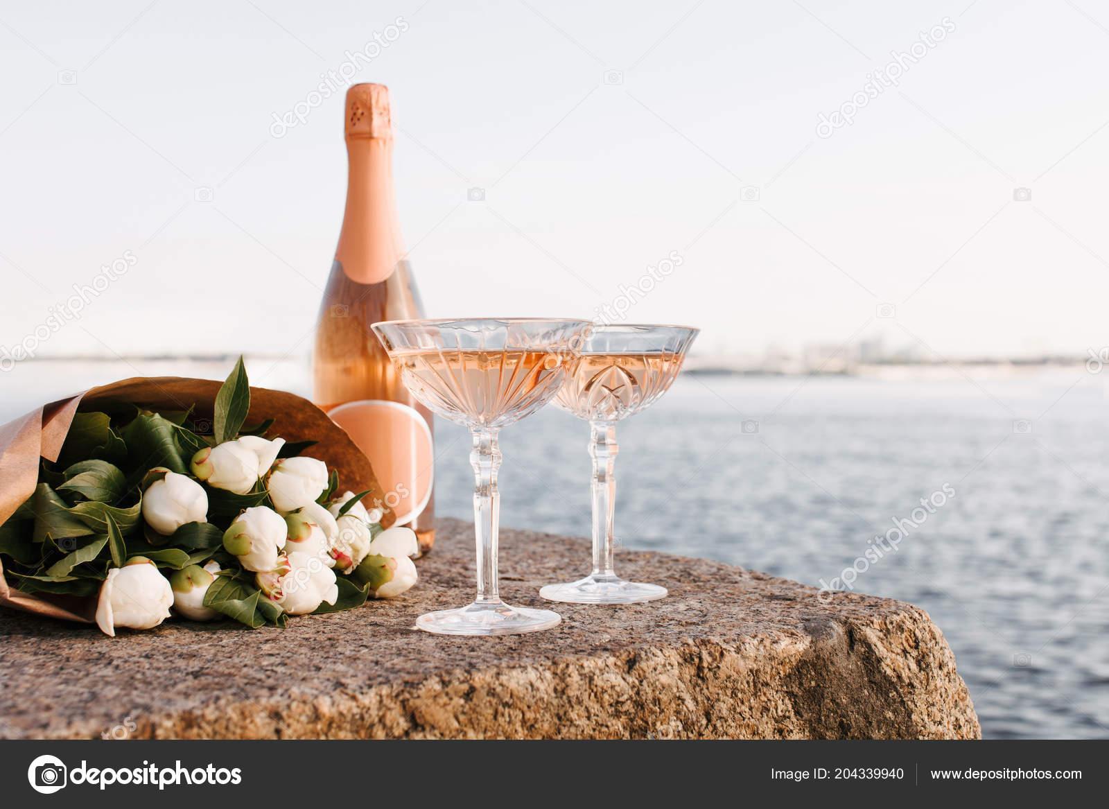 Просмотр видео разъеб очка бутылкой шампанского, порно фото униформа галереи