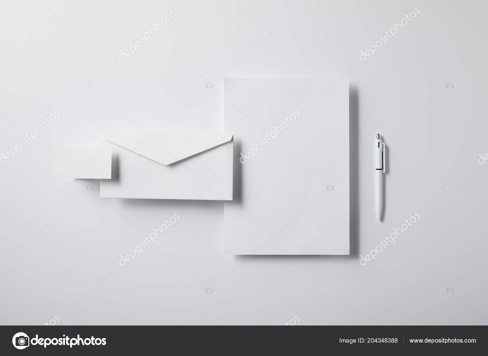 Vue Dessus Enveloppe Couches Avec Stylo Papier Vierge Carte Visite Photo