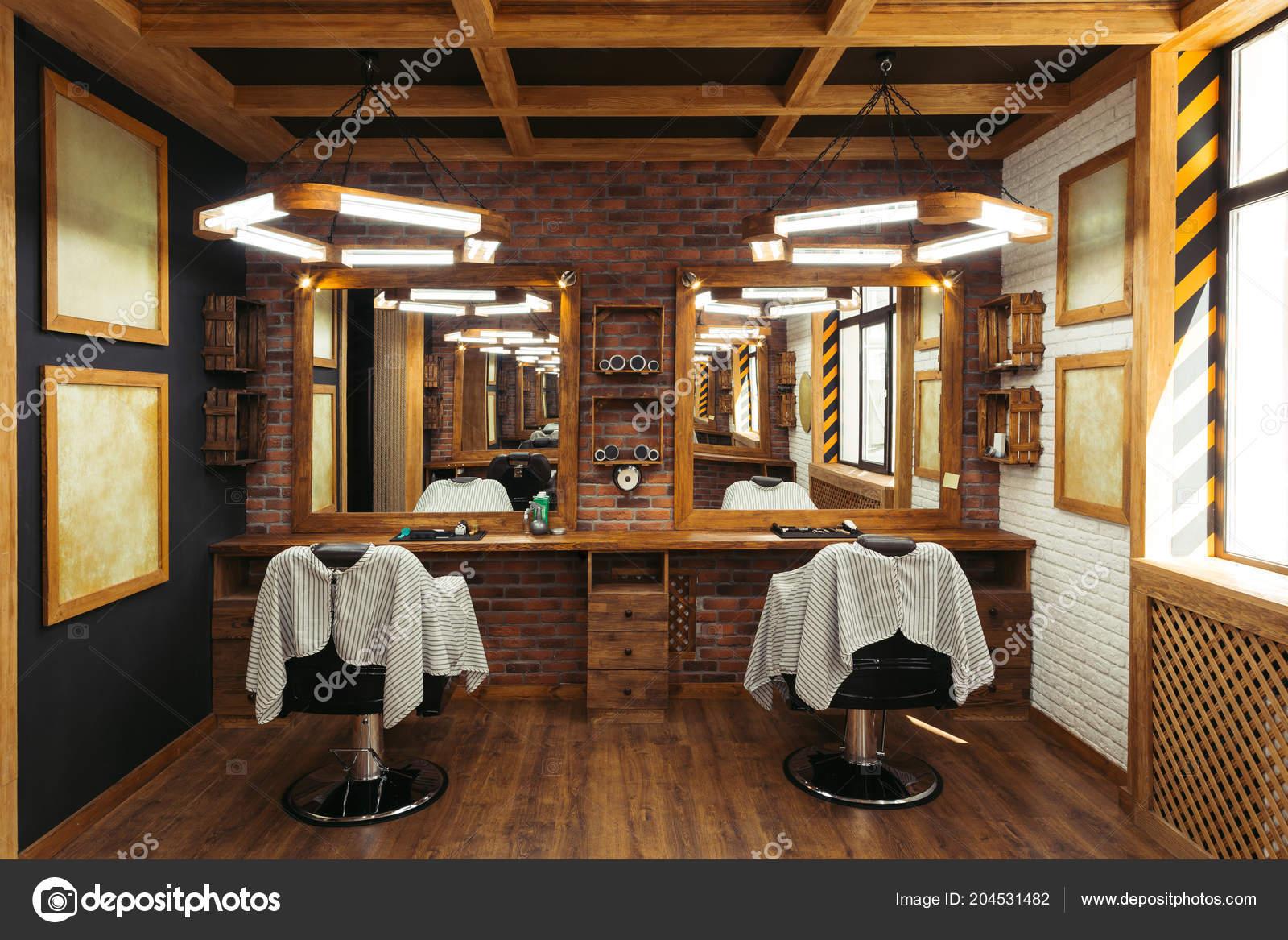 Décoration Salon Coiffure Vide Moderne Avec Des Chaises ...