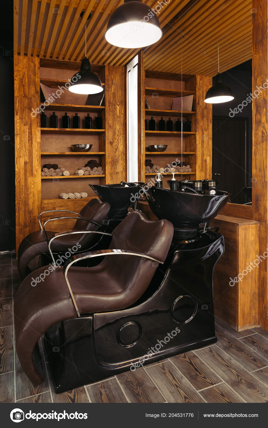 Chaises Cuir Vide Les Puits Dans Salon Coiffure Moderne ...