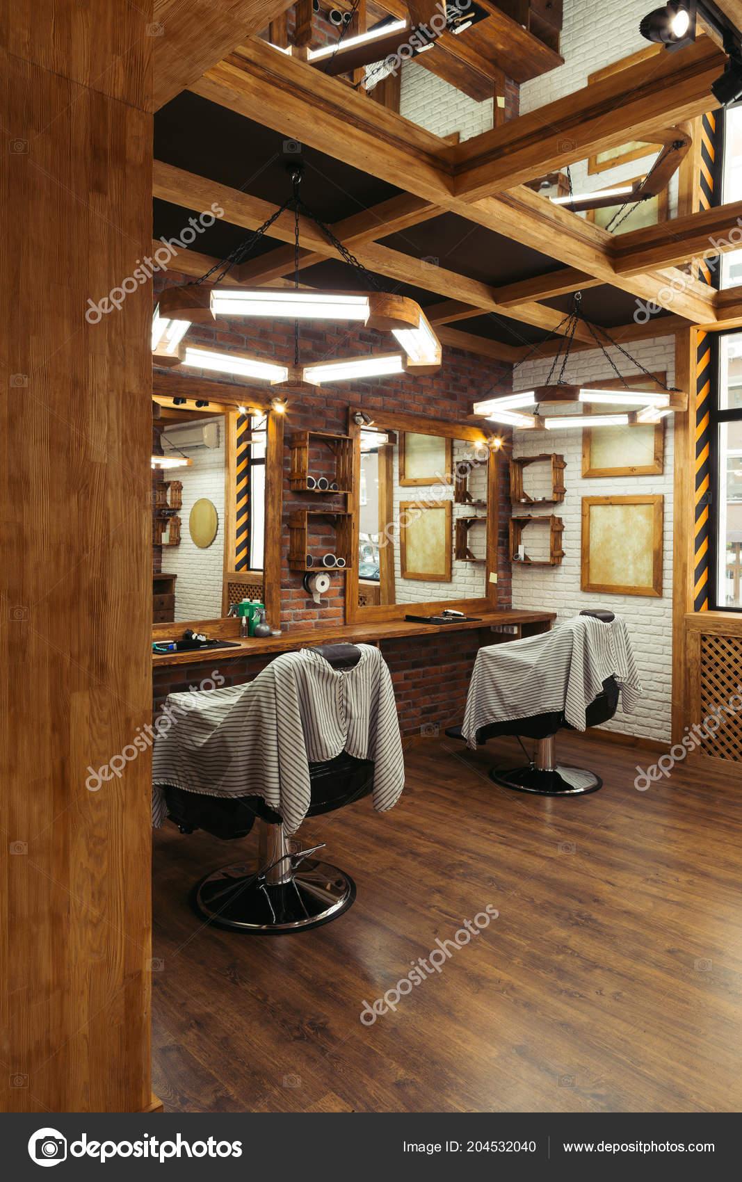 Chaises Vides Miroirs Salon Coiffure Moderne — Photographie ...