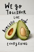 friss zöld avokádó, tiszta táplálkozás koncepció. Mi együtt jár, mint avokádó, és szó szerint mindent inspiráció