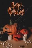 sütőtök, denevérek papír, pók és pókháló asztali happy halloween felirat