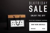 Nahaufnahme einer Einkaufstasche aus Papier mit Black Friday Sale