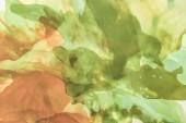 Fotografie hnědé a zelené stříkance barev alkoholu jako abstraktní pozadí