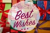 plochý ležela s vánoční dárky a Všechno nejlepší a merry christmas písmo