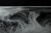 abstraktní tekoucí víry šedé barvy ve vodě
