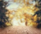prokládané dřevěné pozadí rozmazané podzimní tapety
