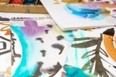 Fotografie Selektivní fokus abstraktní akvarel výkresů s květinovým potiskem
