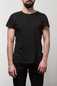 Fényképek részleges kilátás nyílik a szakállas férfi fekete póló másol hely elszigetelt szürke