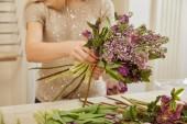 květinářství, aby kytice tulipány, pivoňky a lila v prostoru