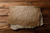Fotografia brown old parchment sheet lying on wooden background