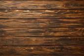 pohled shora prázdného hnědého dřevěného povrchu s prostorem pro kopírování