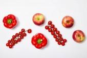 a vörös alma-és zöldségfélékre vonatkozó felülnézet fehér alapon