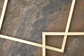 leere goldene Rahmen auf Steinhintergrund mit Kopierraum