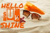 barna stílusos napszemüveg és fényvédő narancssárga palack homok, Hello napsütés betűkkel