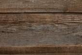 horní pohled na ošlehané hnědé texturované dřevěné pozadí