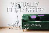 laptop s prázdnou obrazovkou na zelené pohovce v blízkosti podlahové lampy a prakticky v kanceláři, práce z domova je prakticky nejlepší písmo