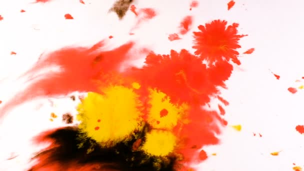Roten Aquarellfarbe tropft auf einem nassen Blatt, psychedelische abstrakte Spray auf Papier