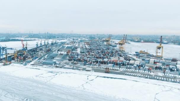 Légifelvételek port konténer terminál konténerszállító hajó Importálás exportálás és a mélytengeri kikötőig logisztikai üzletágának