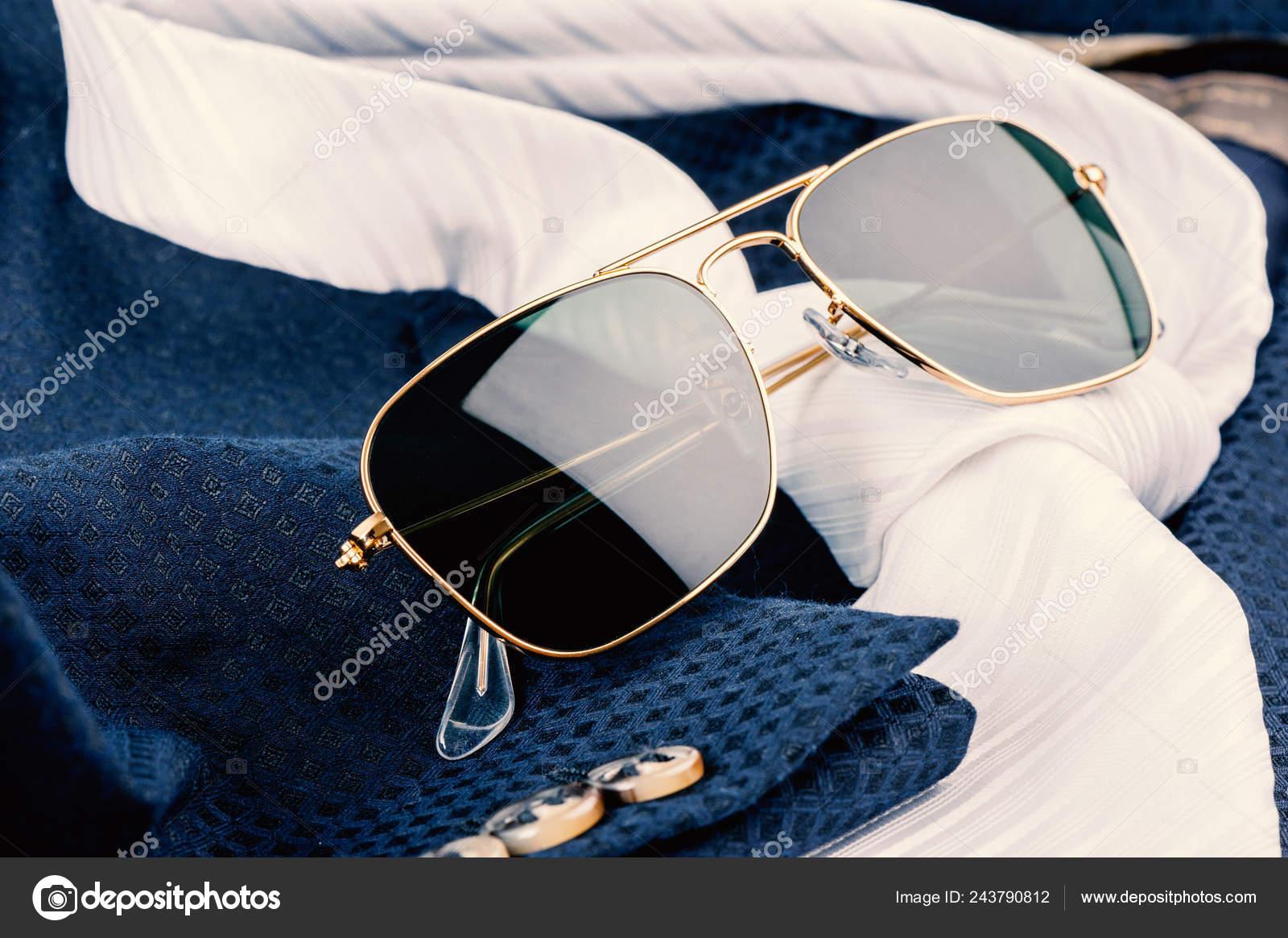 buy popular 7261e d8158 Accessori Closeup Occhiali Sole Con Montatura Oro Abito Blu ...