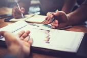 businessteam, megbeszélések, és a tervezés, a nyereség Összefoglaló