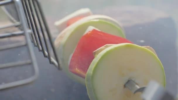 Zelenina a pepř grilovací špíz v grilování zblízka