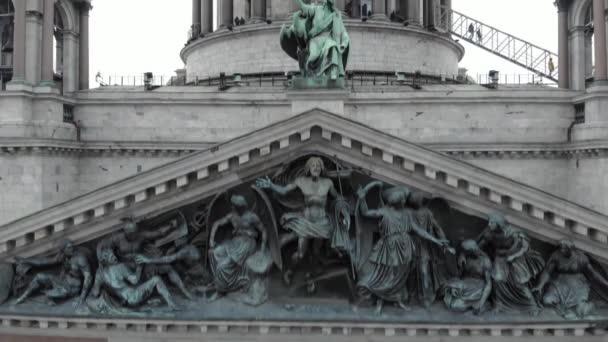Pohled na katedrálu svatého Ssaca v Petrohradu