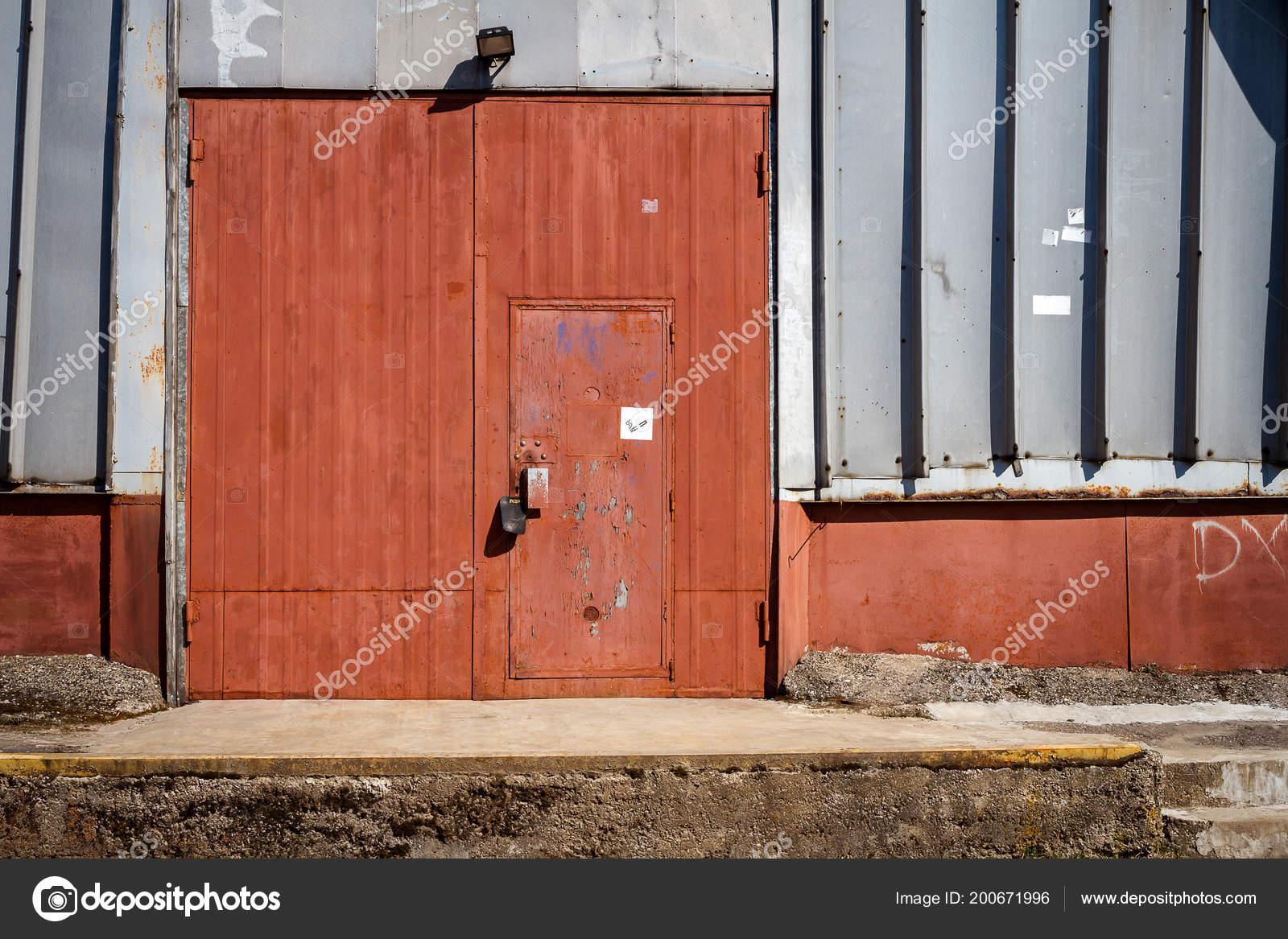 Vieille Porte Entrepot Metallique Porte Hangar Porte Fer