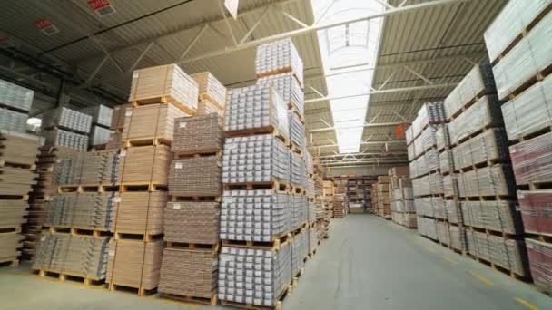 Fabbrica per la produzione di tavola da parquet. Fabbricazione di  pavimenti, parquet in elaborazione