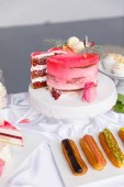 Fotografie Beautiful pastry. cakes and macaroons. Sweet holiday buffet with cupcakes, cakes and other sweet desserts