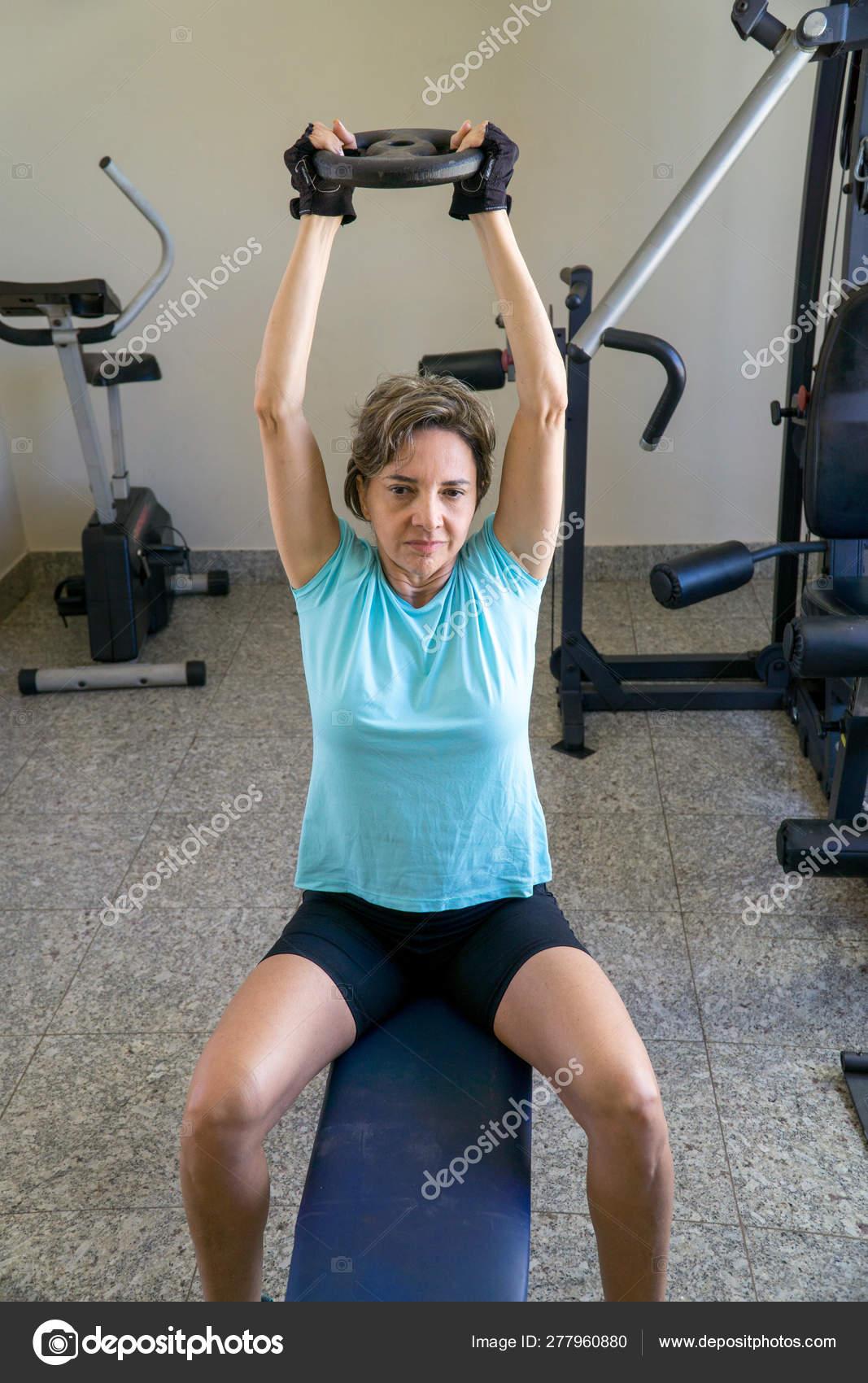 Ejercicios triceps en el gym