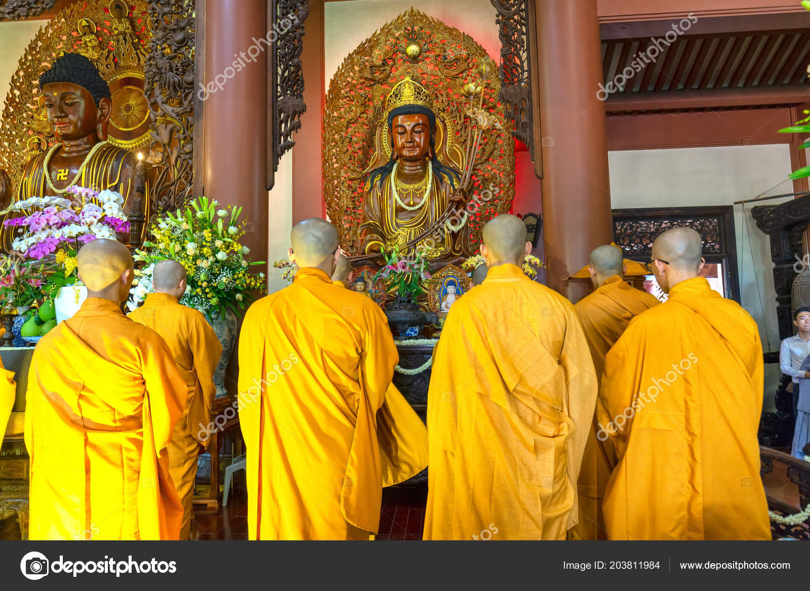 an overview of the traditional buddhism Buddhism (/ˈbʊdɪzəm/, us also /ˈbuː-/) is the world's fourth-largest religion with over 520 million followers, or over 7% of the global population, known as buddhists.