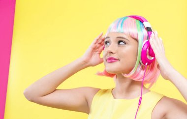 Woman in a wig with headphones
