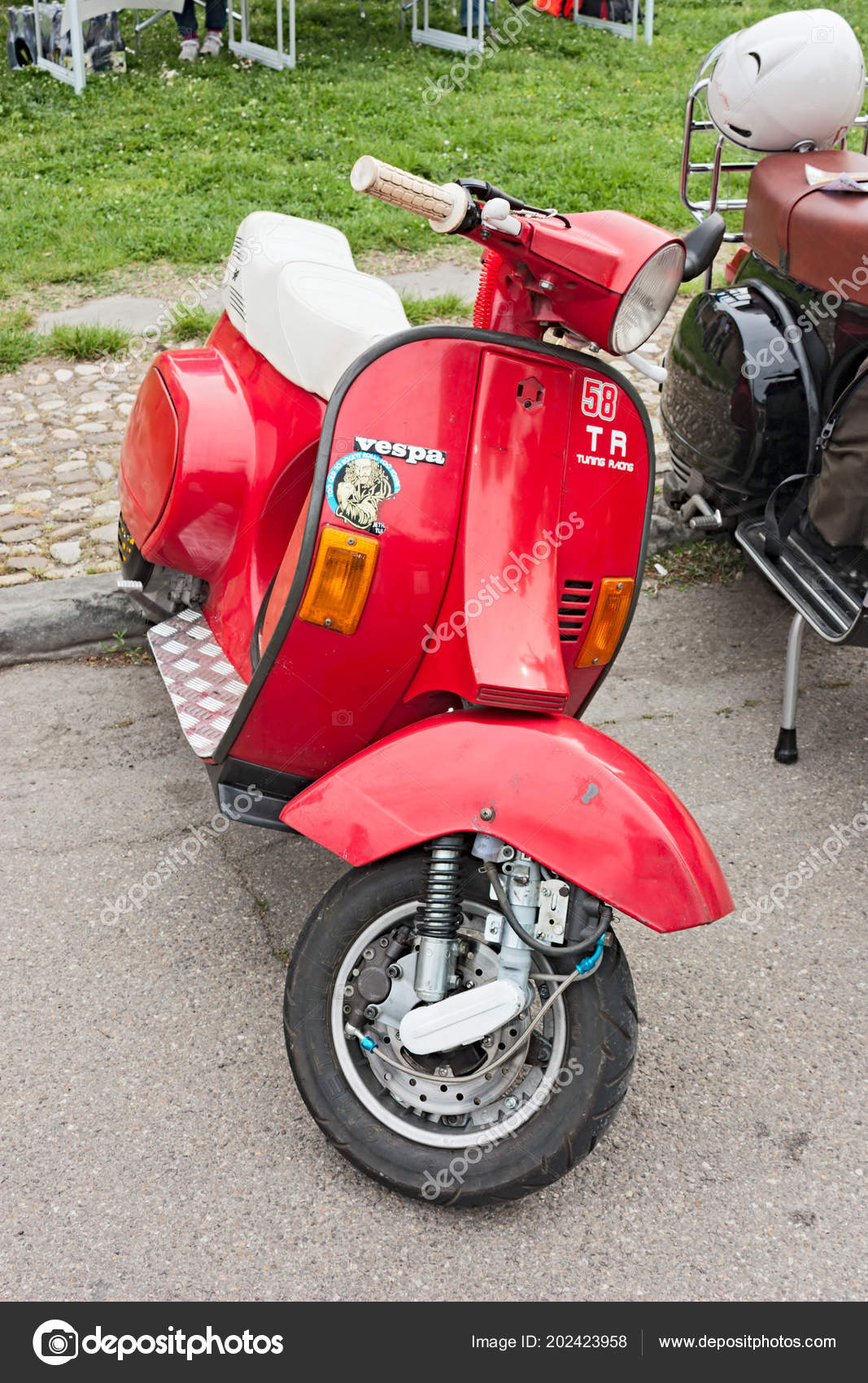 Images Vespa Modified Italian Scooter Tuning Vintage Vespa Modified Disc Brake Motorcycle Rally Stock Editorial Photo C Ermess 202423958