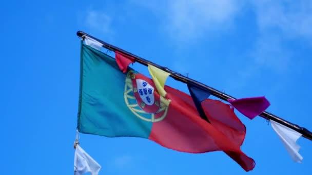 Potuguese zászló mozgásban nagy színek