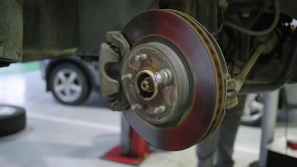autoopravna, údržba brzdového kotouče na opravárenských čerpacích stanicích