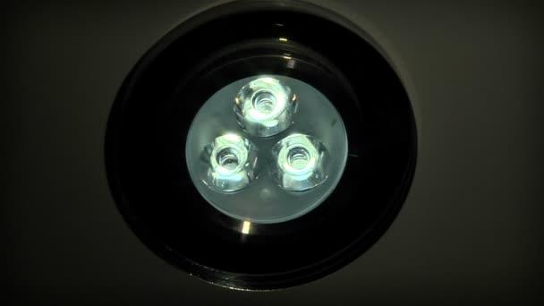 Accensione e spegnimento led lampada da soffitto