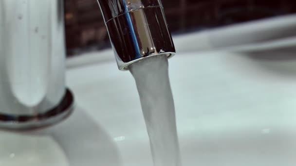 Nastavení tlaku vody v koupelně kohoutek